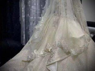 ملابس للبيع في مدينة أبو ظبي الإمارات